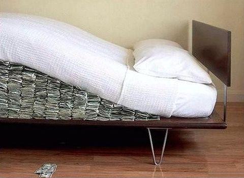 Dinero bajo el colchón